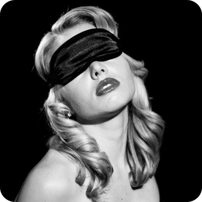 Sex & Mischief Satin Blindfold in Black